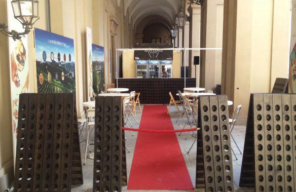 Terra Madre – Salone del Gusto: Alta Langa Lounge nella corte d'onore di Palazzo Reale