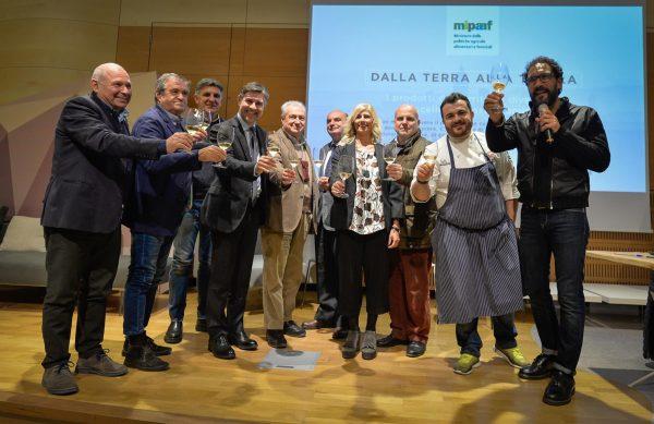"""Dalla terra alla tavola, Carlo Bussi (Consorzio Alta Langa): """"Salvaguardiamo il paesaggio che dà origine ai nostri vini"""""""