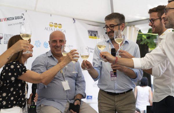 A Collisioni brindisi con Alta Langa Docg per l'assessore a Turismo della Liguria